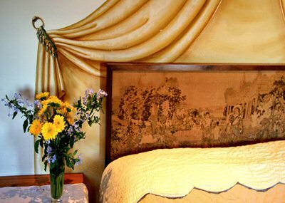 The garden view bedroom with trompe l'oeil fresco
