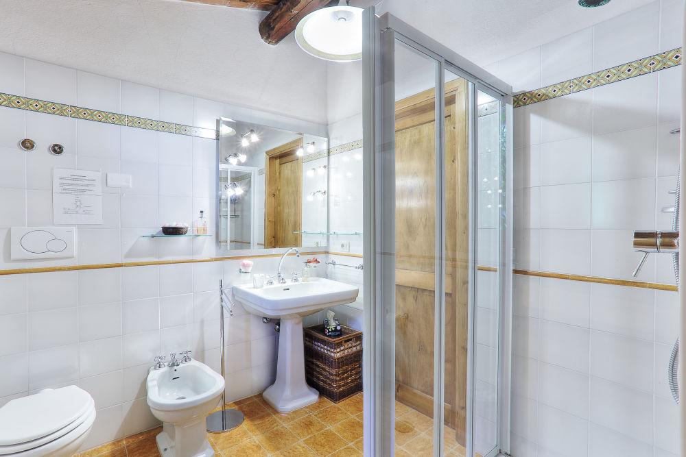 Aia Capanna bathroom 2