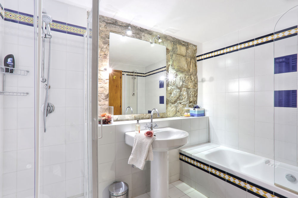 The Terrace bathroom